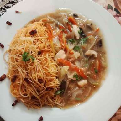 Photo of Chilli noodles with garlic chicken and veggies gravy by Zeba f lari at BetterButter