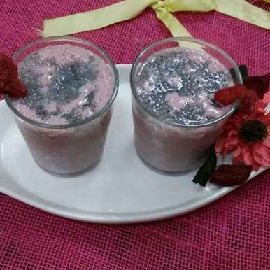 Strawberry and Almond smoothie with Chia seeds, How to make Strawberry and Almond smoothie with Chia seeds