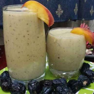 Photo of Peach and Dates Smoothie by Zeenath Muhammad Amaanullah at BetterButter