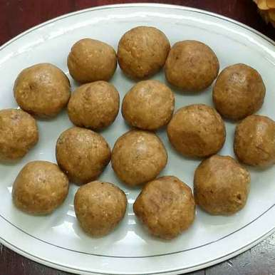 Photo of Dates and Sesame Balls... by Zeenath Muhammad Amaanullah at BetterButter